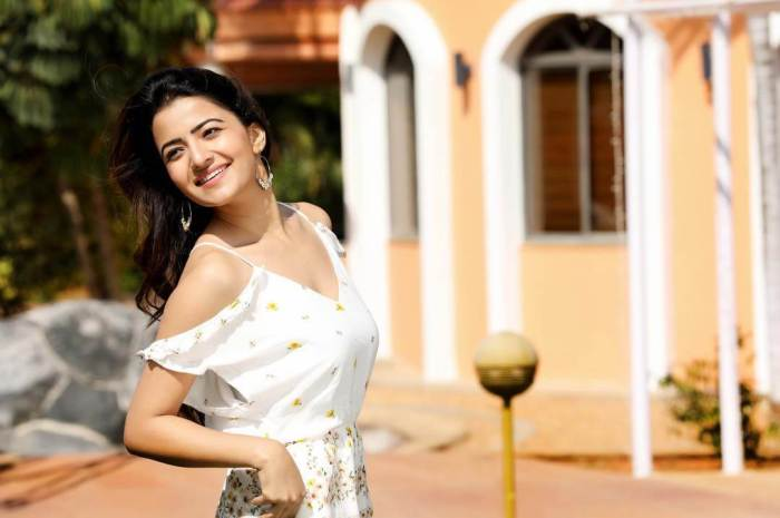 Rukshar Dhillon Images
